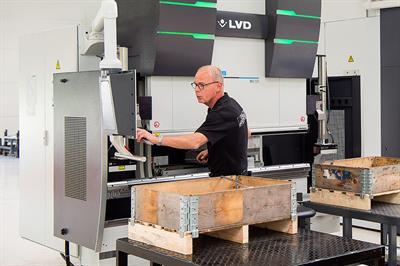 247TailorSteel s'agrandit avec une sixième presse plieuse dans l'entreprise