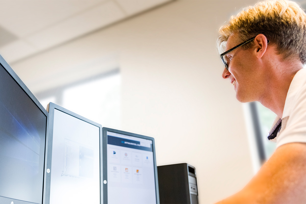 IT-Servicedesk-Mitarbeiter